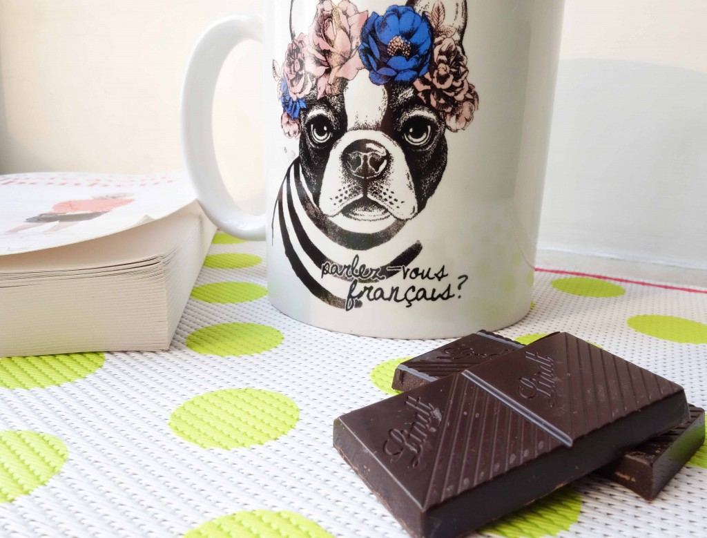 Coffee break with dark chocolate 85%